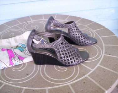 "Brighton ""Realm"" Brass Woven Leather Sandals Size 6M Wedge Heels Excellent Like New Condition!"