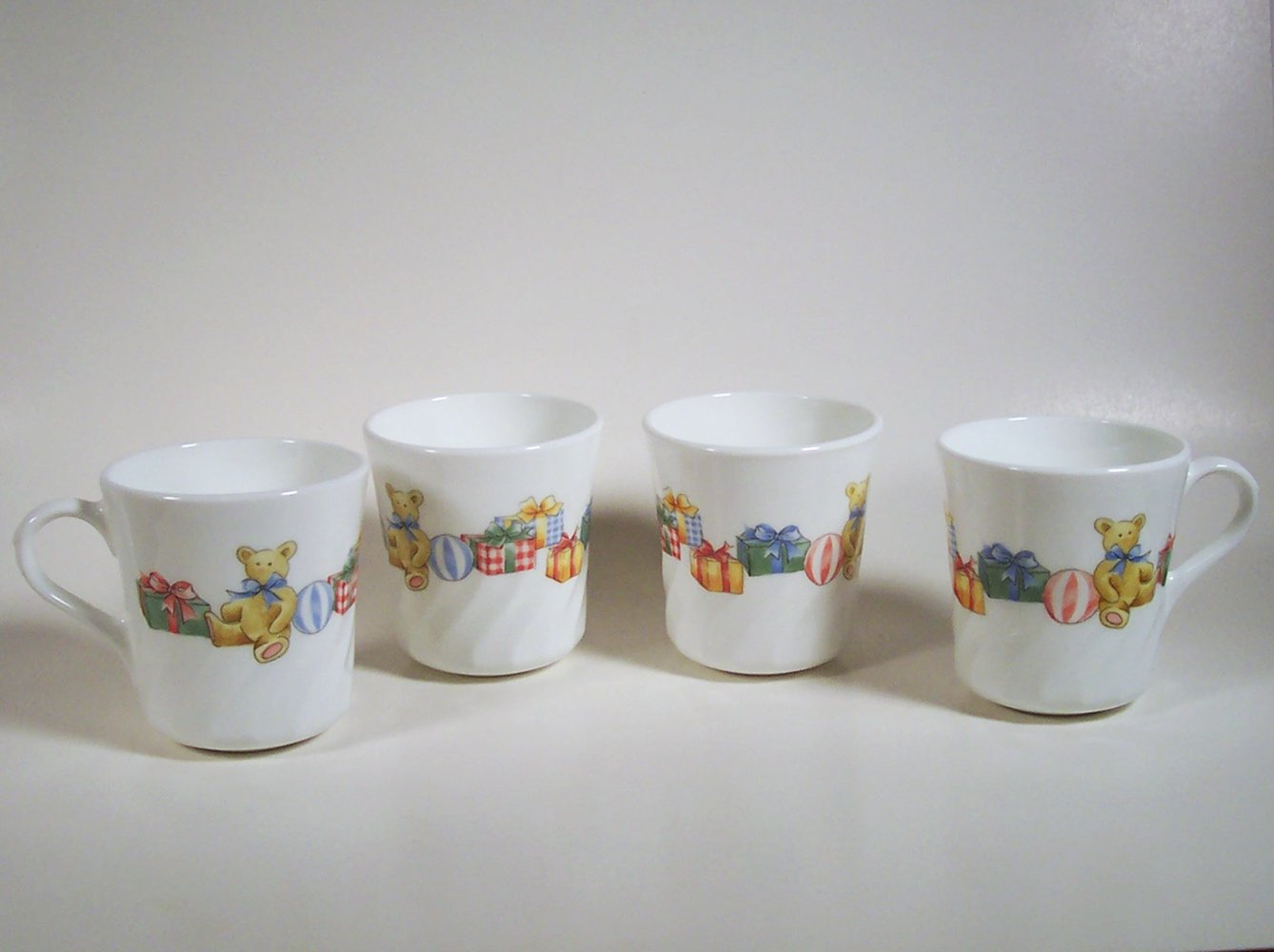 Corelle Holiday Magic Cups Set of 4 Corning Mugs Bears Christmas Tree Gifts