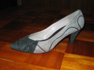 Proxy Pumps - Gently Worn - Gray/Black  Suede - 11