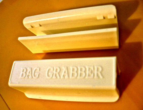 SOLD - LOT OF 2 clips BAG GRABBER scented trash bag clips KITCHEN OFFICE SUPPLY ACCESSORY