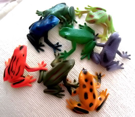 lot of 2 FROG ANIMAL FIGURINE DECORATIVE COLLECTIBLE TOY HOME DECOR NATURE LOOK CUTE