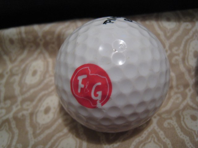 F&G - COLLECTOR'S GOLF BALL SPORTS MEMORABILIA DECORATIVE COLLECTIBLE HOME HOBBY