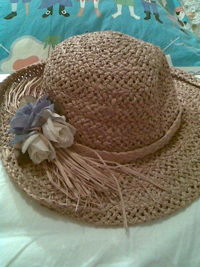 sold - VINTAGE WOMEN'S ACCESSORY STRAW SUMMER FLOWER GARDEN HAT STUNNING