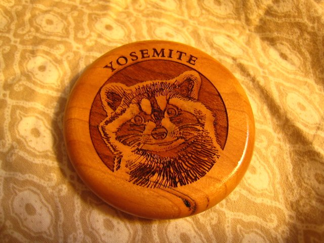 YOSEMITE CARVED ETCHING WOOD WOODEN MAGNET RACCOON ANIMAL SOUVENIR ACCESSORY COLLECTIBLE DECORATIVE