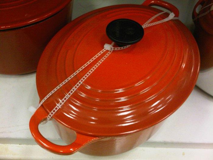 red orange Le Creuset 2.75 Qt. oval Dutch Oven Casserole kitchen home cooking pot stove france