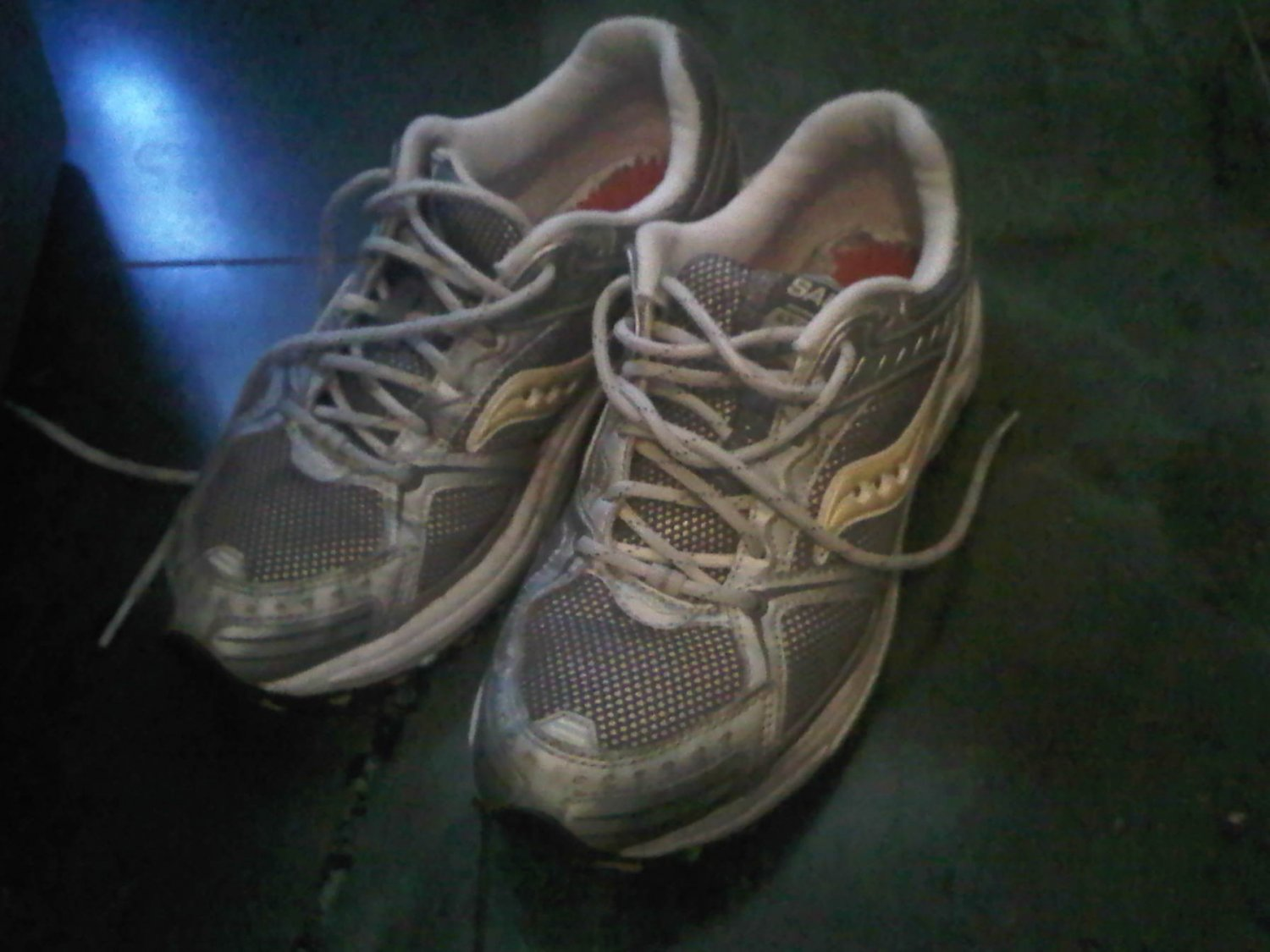 SAUCONY YELLOW WHITE TENNIS SHOES WOMEN'S 9 CLOTHES ACCESSORY