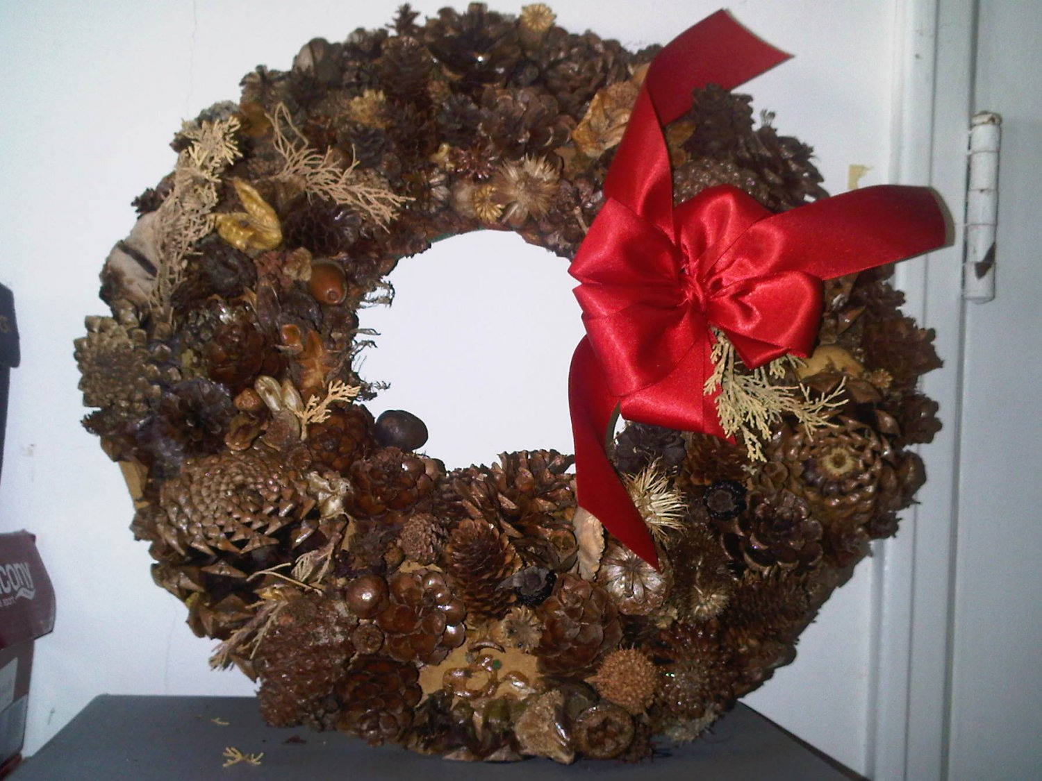 AS-IS WREATH PINE CONE HOME DECOR DOOR DECORATIVE COLLECTIBLE VINTAGE