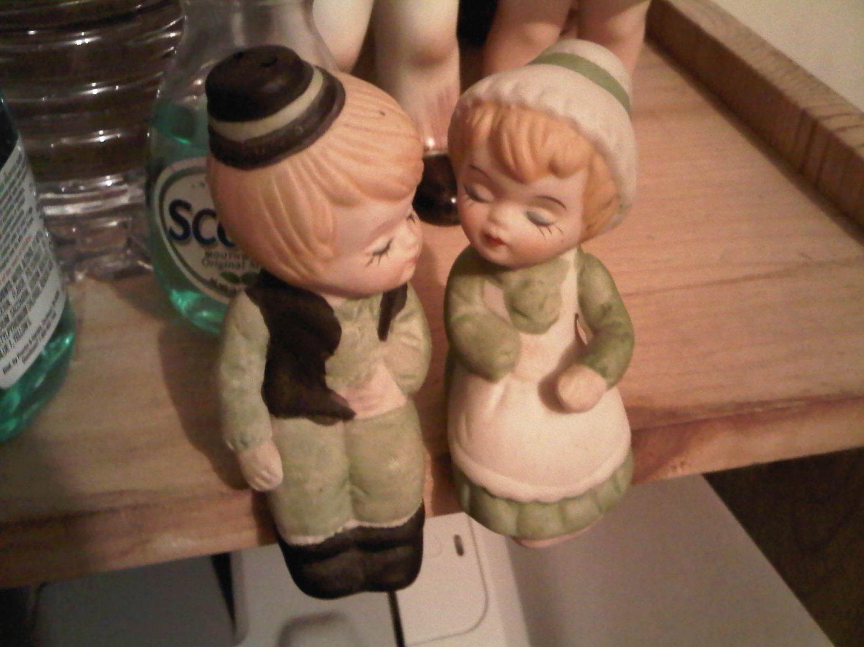 SHAMROCK BOY AND GIRL SALT PEPPER SHAKER SITTER PORCELAIN DECORATIVE COLLECTIBLE FIGURINE HOME