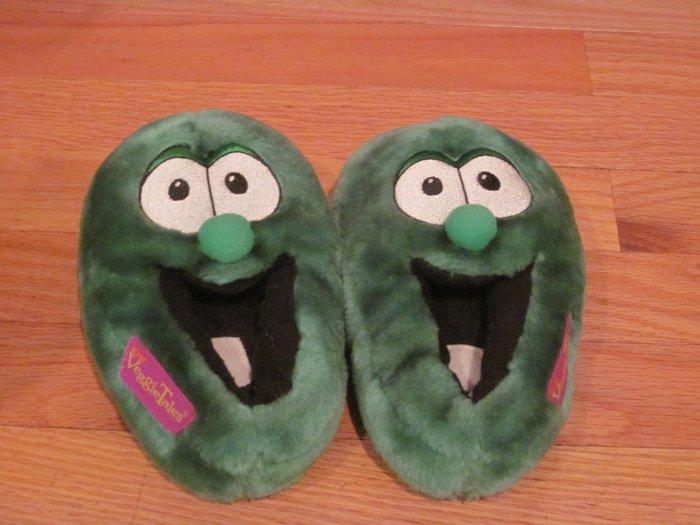 2001 big idea plush veggietales larry the cucumber slippers size m 7  8 veggie tales