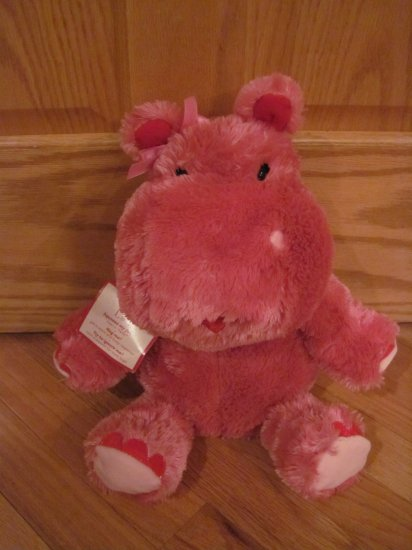 Hallmark Pink Plush Talking Moving Ears Hippo Named Lola Heart Lips Valentines Day Toy
