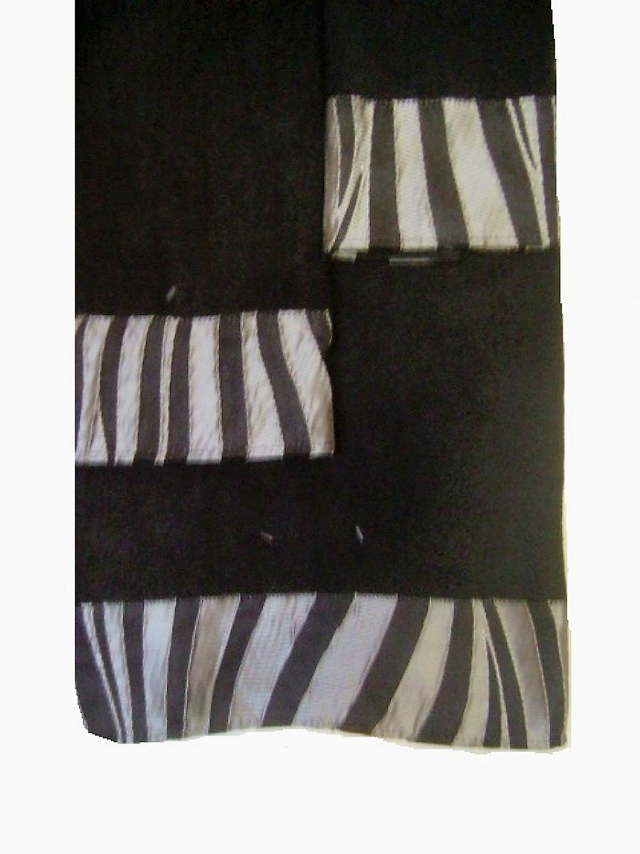 Zumba Black Stripe Bath Towel Set