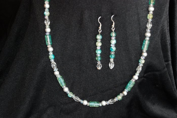 Green Necklace w/ matching earrings