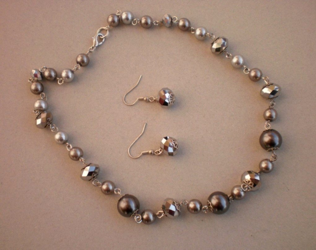 Grey Pearl Glass Necklace & Earrings Silver Tone Crystal Beads