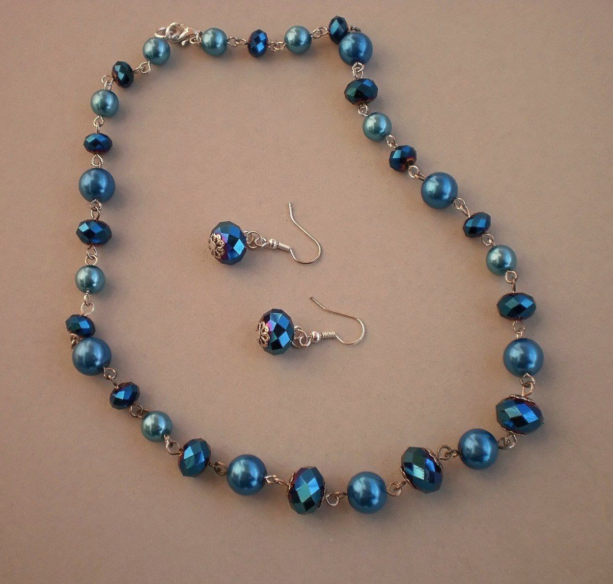 .Lustrous Blue teal tone Crystal Beads Necklace & Earrings Ocean Blue Pearl Glass Beads