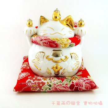 A0081- Japanese Lucky Cat Hall of the Lok Genuine Gold Cat