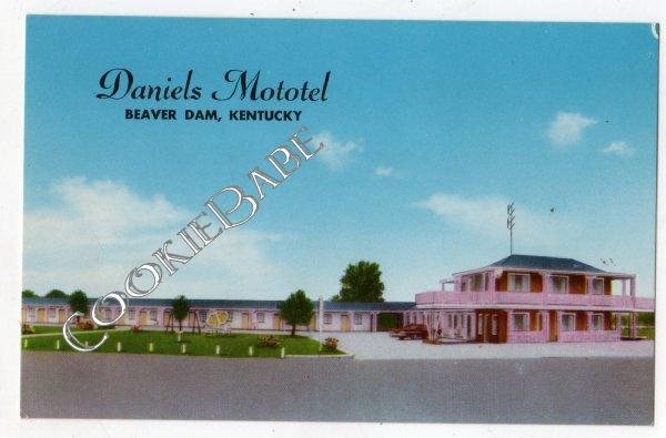 Vtg DANIELS MOTEL Pink Paint BEAVER DAM KY Postcard