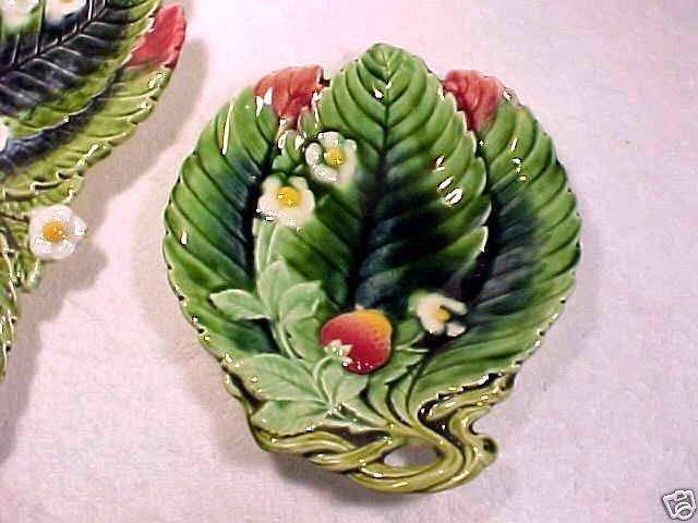 Antique Majolica Pottery Strawberry Plate Tray, gm671