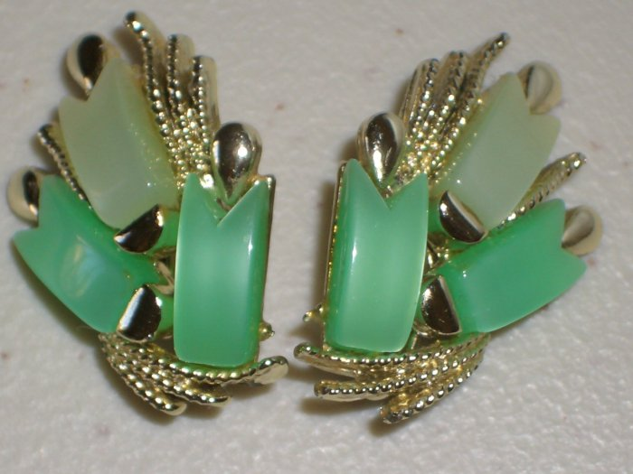 Retro Abstract Leaves Clip-on Earrings Shiny Green Glass Bead Cluster Glitzy Chic Glamour Flamboyant
