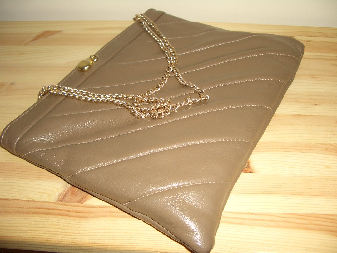 Vintage Beige Leather Ande Purse Quilted Taupe Ladylike Chic Clutch Handbag Chain Handles Flex Frame