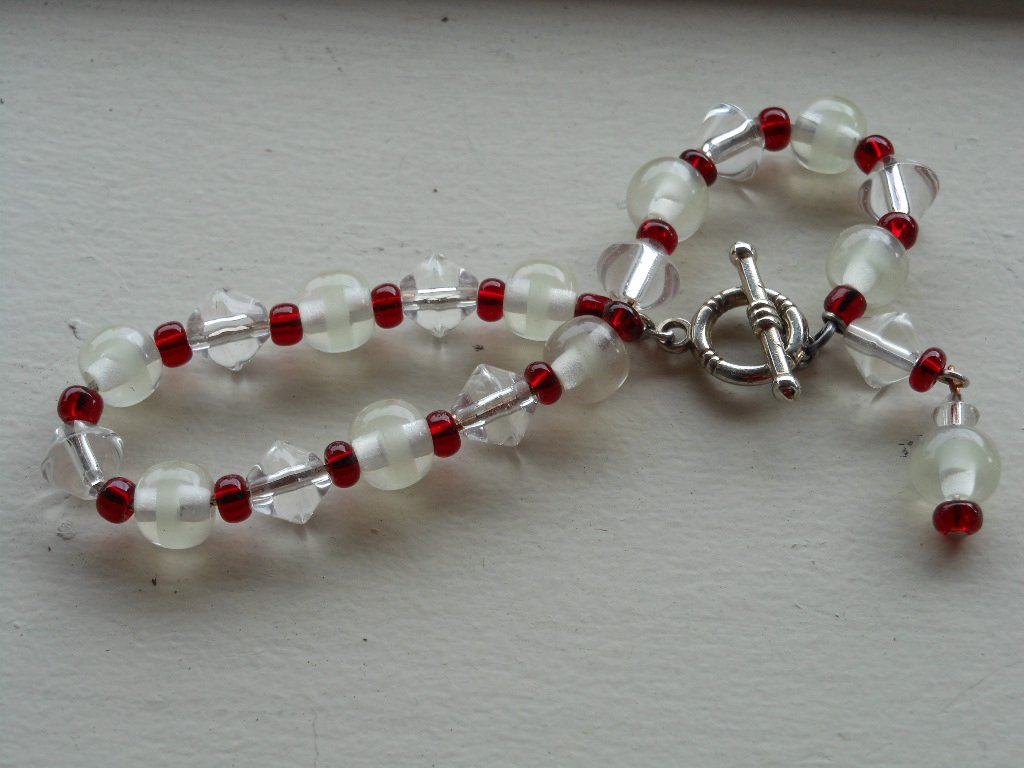 Charming Red White Clear Glass Beaded Handmade Bracelet Dainty Lovely Accessory Faceted Seed Beads