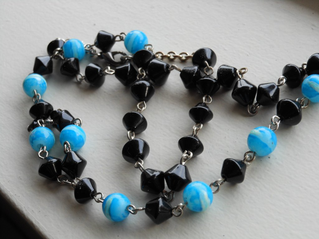 """Black and Turquoise Lariat Necklace Glass Beads 21"""" Matinee Length Dangling Charm Sexy Funky Chic"""