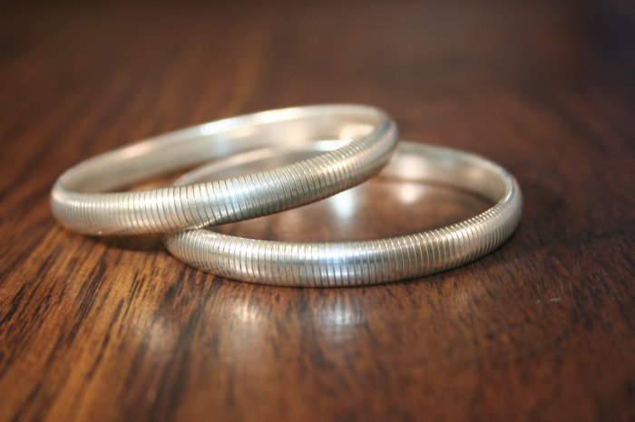 Vintage Stretchy Silver Bangle (S05-S06)