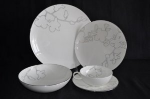 CALVIN KLEIN Bone China Silhouette 5 Piece Place Setting for 4 New