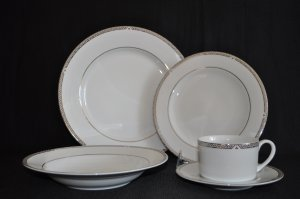ROYAL DOULTON Platinum 5 Piece Place Setting for 8 New