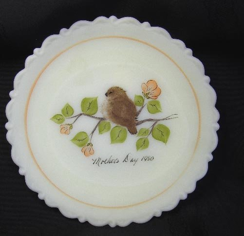 Fenton Vaseline Satin Custard 1980 Mothers Day Plate
