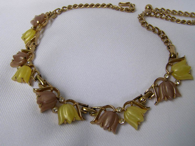 Mid Century Mauve & Chartreuse Thermoset Necklace