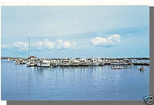 CUTTYHUNK, MASS/MA POSTCARD, Harbor/Boats, Cape Cod