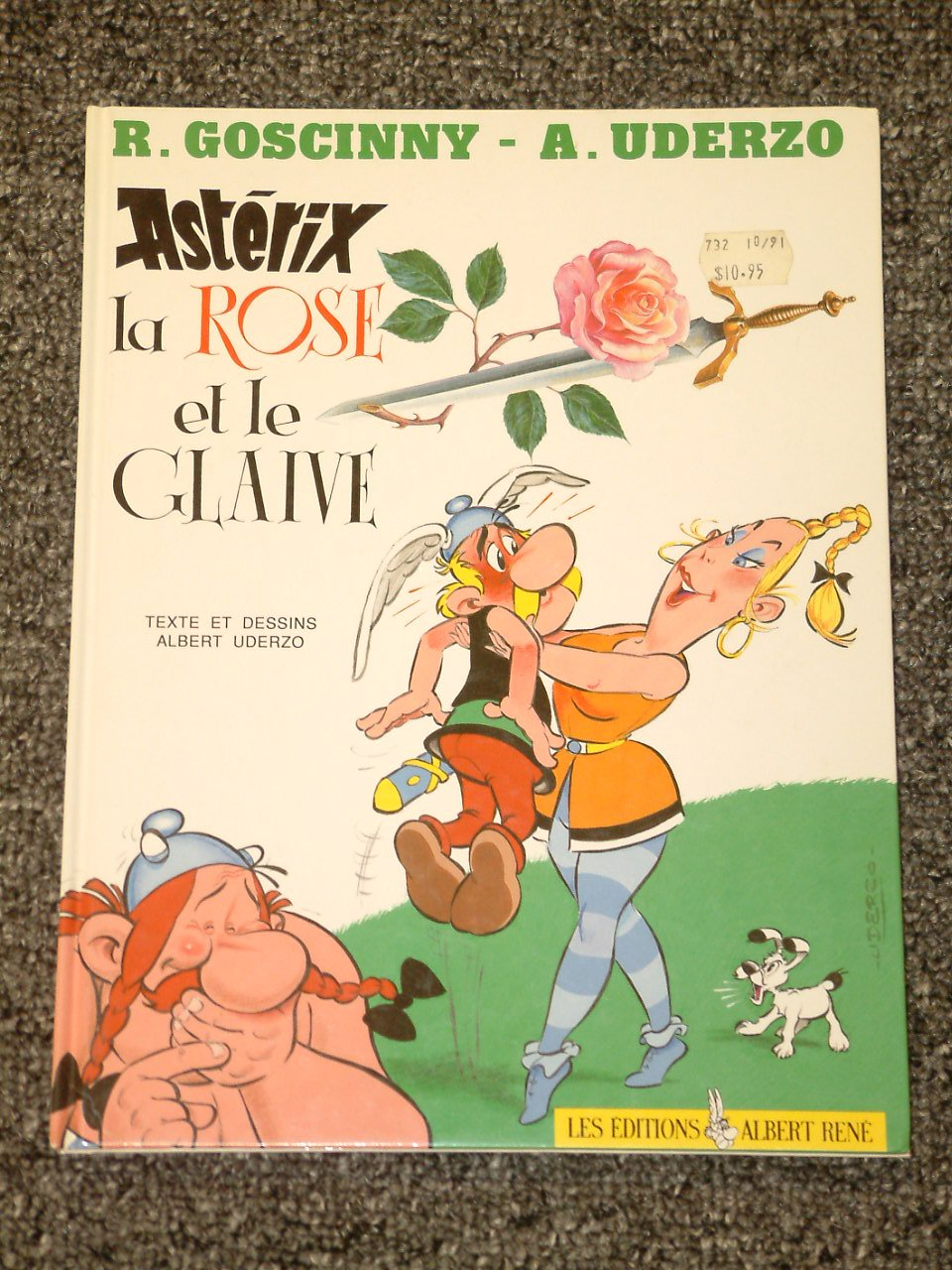 Asterix la Rose et le Glaive French edition of Asterix and the Secret Weapon