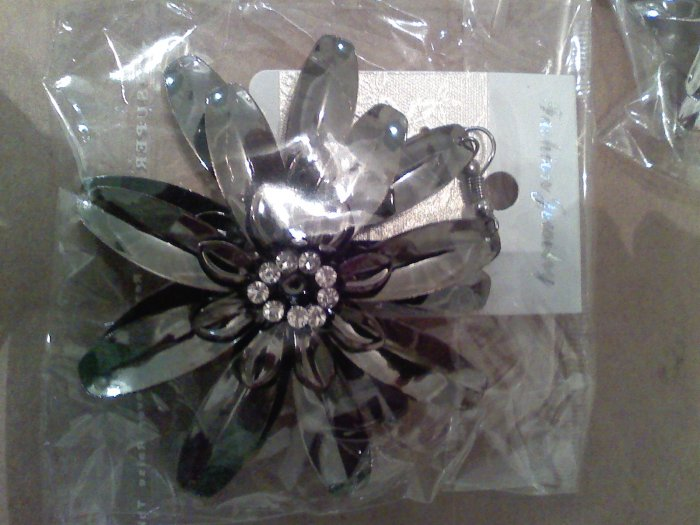 High fashion  Flower BLACK with Crystal Earrings $3.99 free shipping