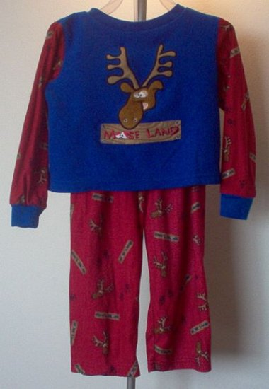 Kid Connection size 3T moose long sleeved pajamas in excellent condition