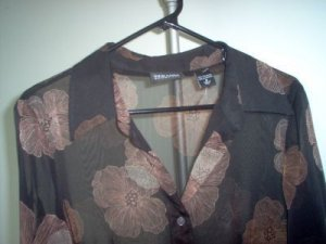 New York and Company NWOT sheer blouse size small brand new