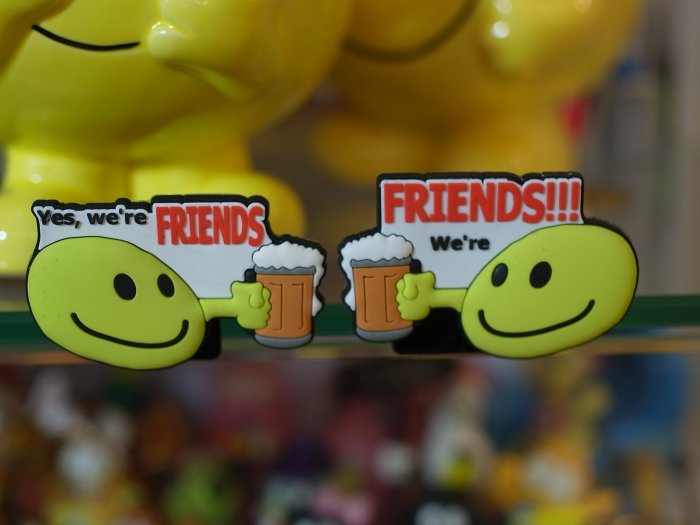 "Emoticon 3-D Magnet ""We're Friends"" fr emoticonislive.com"