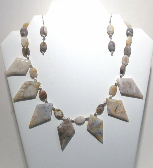 Bamboo Leaf Agate Necklace