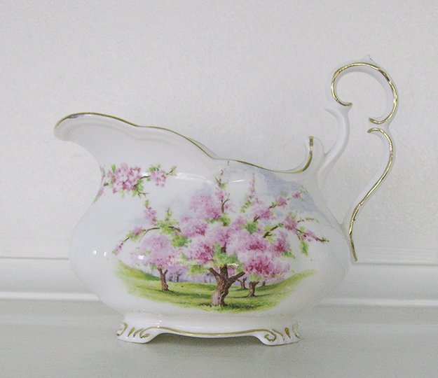 Royal Albert, Bone China, Blossom Time, Gravy Boat Pitcher Footed