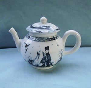 Victoria and Albert Museum, Tea Pot, Worcester, Franklin Mint, 1985, vintage