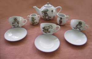 Child�s Porcelain Tea Set, vintage   10 pieces