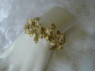 Elegant Vintage Gold Tone Simulated Pearl Clamper Bracelet