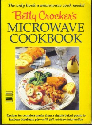 BETTY CROCKER'S MICROWAVE COOKBOOK (HARD COVER - RING BINDER)