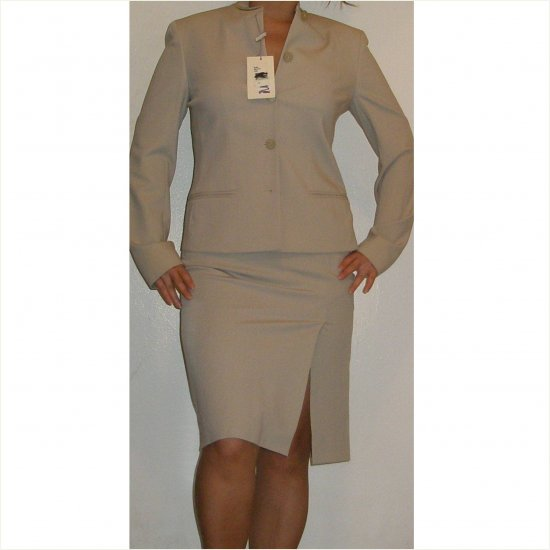 Giorgio Armani COLLECTION classic 2 piece virgin wool skirt suit, size 2/4
