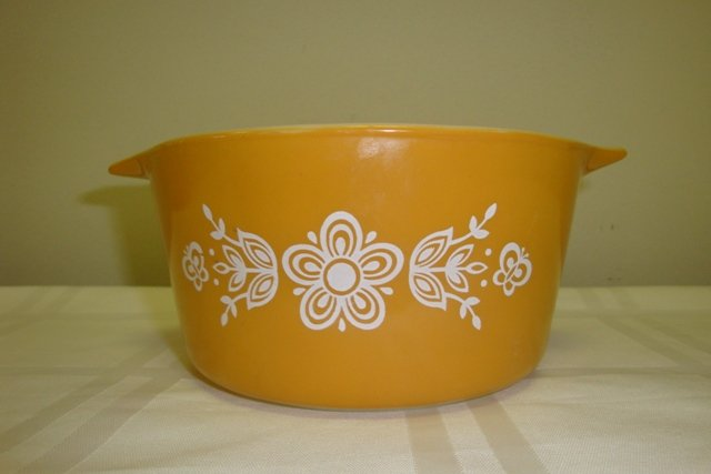 VINTAGE PYREX 1 QT. BUTTERFLY GOLD MIXING BOWL