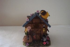 SONGBIRDS AT HOME EVENING GROSBEAK FIGURINE
