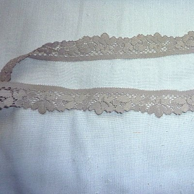 Stretch Lace -  light grey  - 1 in  x  4 yds