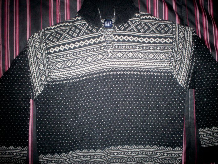 GAP SWEATER-SIZE XL ADULT