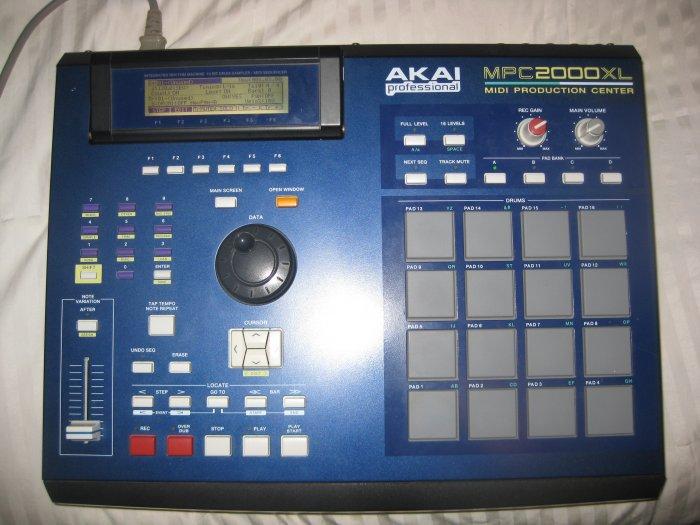 AKAI MPC 2000 XL - Blue