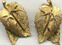 Vintage BSK  Goldtone Clip  Leaf Earrings 1940'-50's  Signed