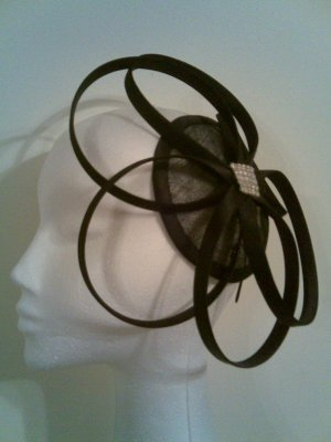 SAMANTHA UNIQUE AND ELEGANT HEADPIECE FASCINATOR